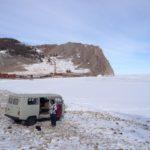Déjeuner sur les bords du Baikal pendant une excursion vers le cape de Khoboi, au nord d'Olkhon.